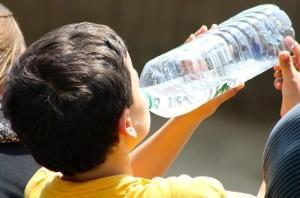 boy-drinking-from-bottle-738210_960_720